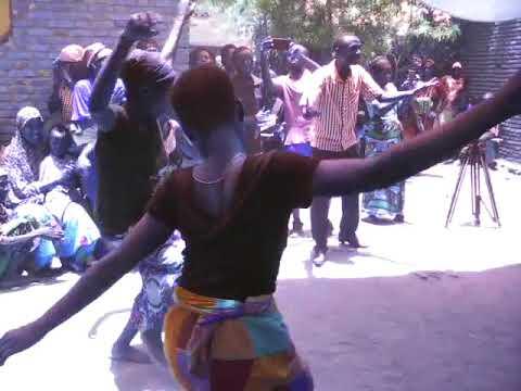 BURUNDI - ABATWA - DANCING - CULTURE