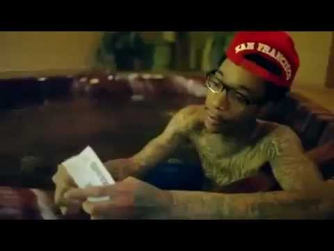 How to Roll a Perfect Joint Starring Wiz Khalifa #420 Blaze It
