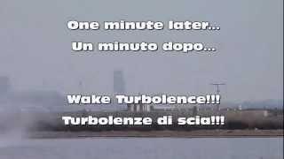 Wake turbolence on Water after Jet2 Boeing 737-300 -- Turbolenze di scia sull