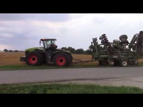 CLAAS XERION 5000 with a Wishek Disk