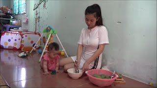 Single Mom Gather Mangoes From The Tree With Her Cute Baby | ỐC Family