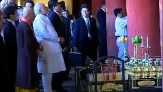 PM Modi paying homage at Toji Temple with Japan PM Abe