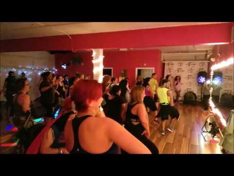 Americans Dancing on London Thumakda HD Zumba Bollywood Routine By Anu at Southington,CT, USA