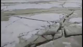 بالفيديو| ظاهرة مرعبة.. رصدها صياد أعلى جليد مياه في بحيرة بايكال
