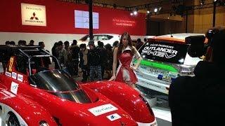2013年「第8回大阪モーターショー」の三菱コンパニオンです。みなさんキレイですね~