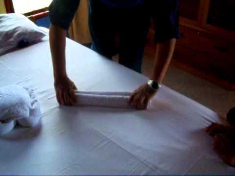 Figuras con toallas youtube for Adornos con toallas