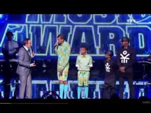 Arrivée Stromae NRJ Music Awards 2013 - Papaoutai
