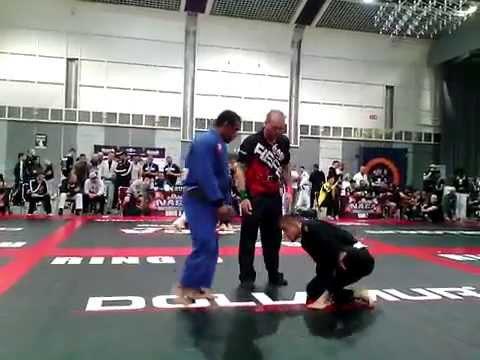 BJJ White Belt Defeats BJJ Black Belt - NAGA Germany 2015