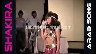 Shakira - Dances and sings in Arabic - شاكيرا ترقص وتغني باللغة العربية