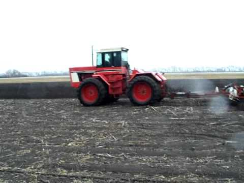 IH 4386 Cultivating and Seeding