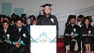 Baixar İstanbul Şehir Üniversitesi Birincisi Saliha Büşra Selman'ın Mezuniyet Töreni Konuşması