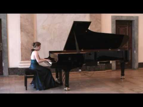Anna Miernik plays DEBUSSY - ESTAMPES Jardins sous la pluie