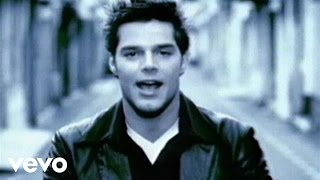 Ricky Martin - María (Spanglish Video Remastered) thumbnail