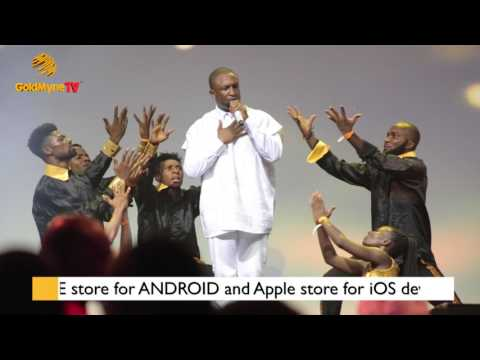 DAREY ART-ALADE PERFORMS