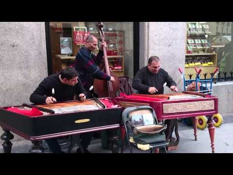 Músicos callejeros en sol madrid