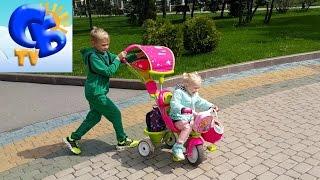ребёнок на трёхколёсном велосипеде видео