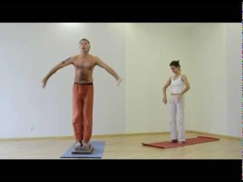 Практика работы с животом стоя на доске с гвоздями  / Bed of Nails Russia Yoga-Workshop