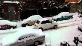 Atak zimy w londynie  kiepsko na drogach