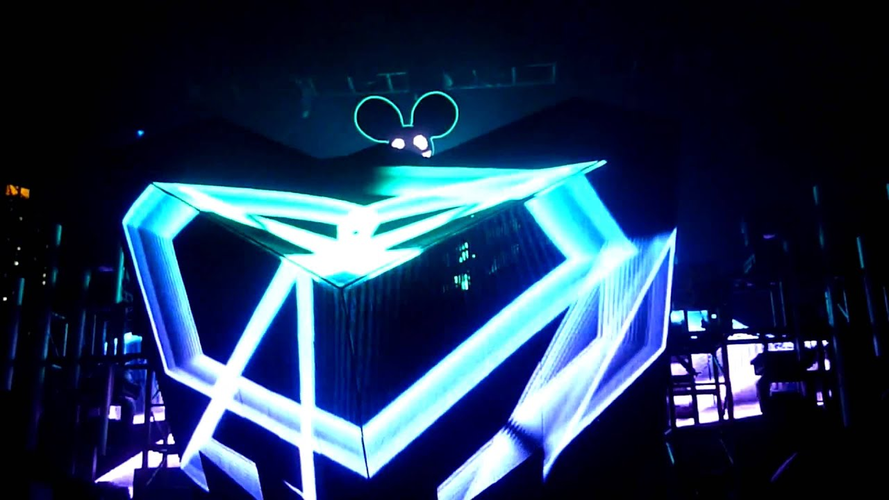 Deadmau5 Live in Malaysia 2011 Raise Your Weapon - YouTube