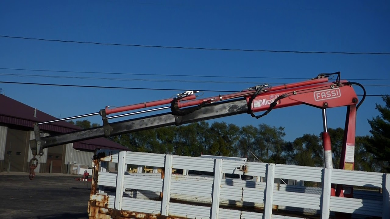 Fassi Hydraulic Knuckle Boom Crane Mounted Behind Cab On 2001 Chevrolet  C3500 Stake Truck