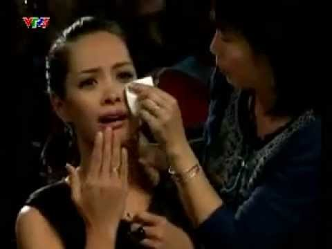 Examiner cry because of fear. Vietnam got talent!