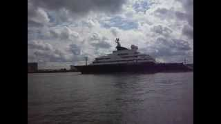 Superyacht Octopus departing Canary Wharf