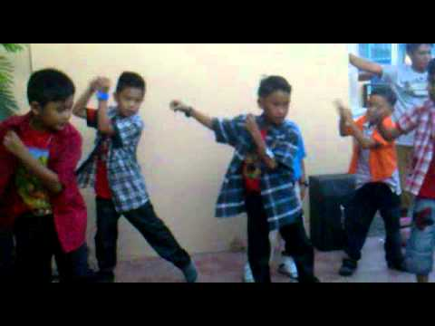 jarrel's group dancing---super bass beat...