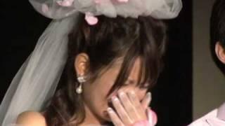 ウエディングドレス姿で涙を流すエントリーNo.3岡田野映.
