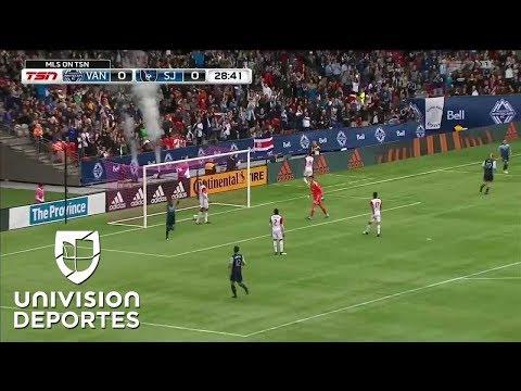 Peruano Yordy Reyna, marca el 1-0 para Vancouver después de gran jugada colectiva