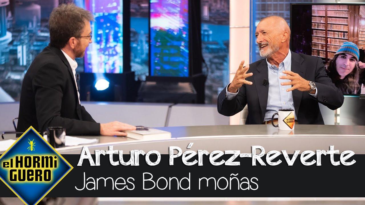 """Arturo Pérez-Reverte se moja con el último éxito de James Bond: """"Es un moñas"""" - EL Hormiguero"""