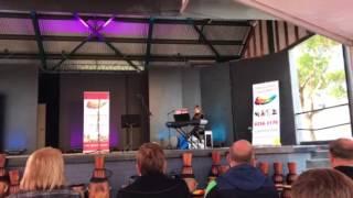 gwyneth play piano on the bridge at avignon malaguea song