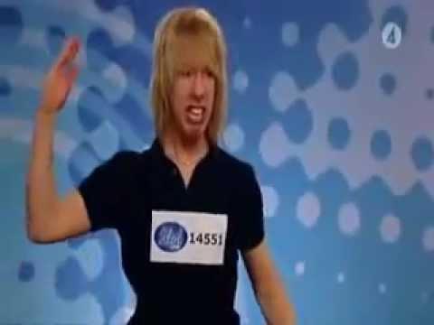 Cel mai prost concurent de la American Idols Canta Dragostea din tei