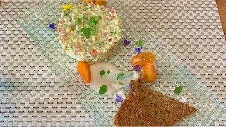 Салат с болгарским перцем, сыром и чесночными гренками