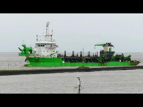 trailing suction hopper dredger REYNAERT PCBV IMO 9360726 dredging in Emden Port Baggerschiff
