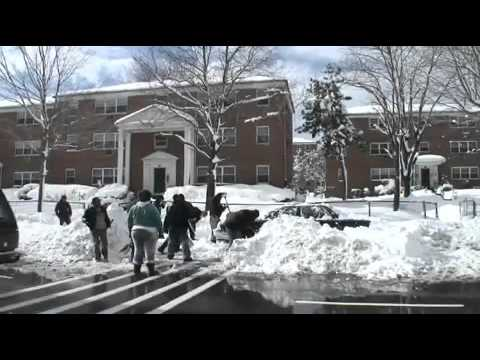 Mayor Cory Booker digs Newark out of the snow