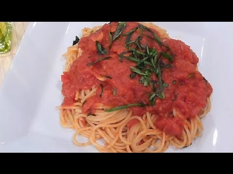 How to make tomato sauce from canned puree