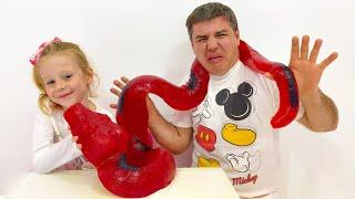 Nastya compra novos bonecos e pai é recompensado com doces e guloseimas