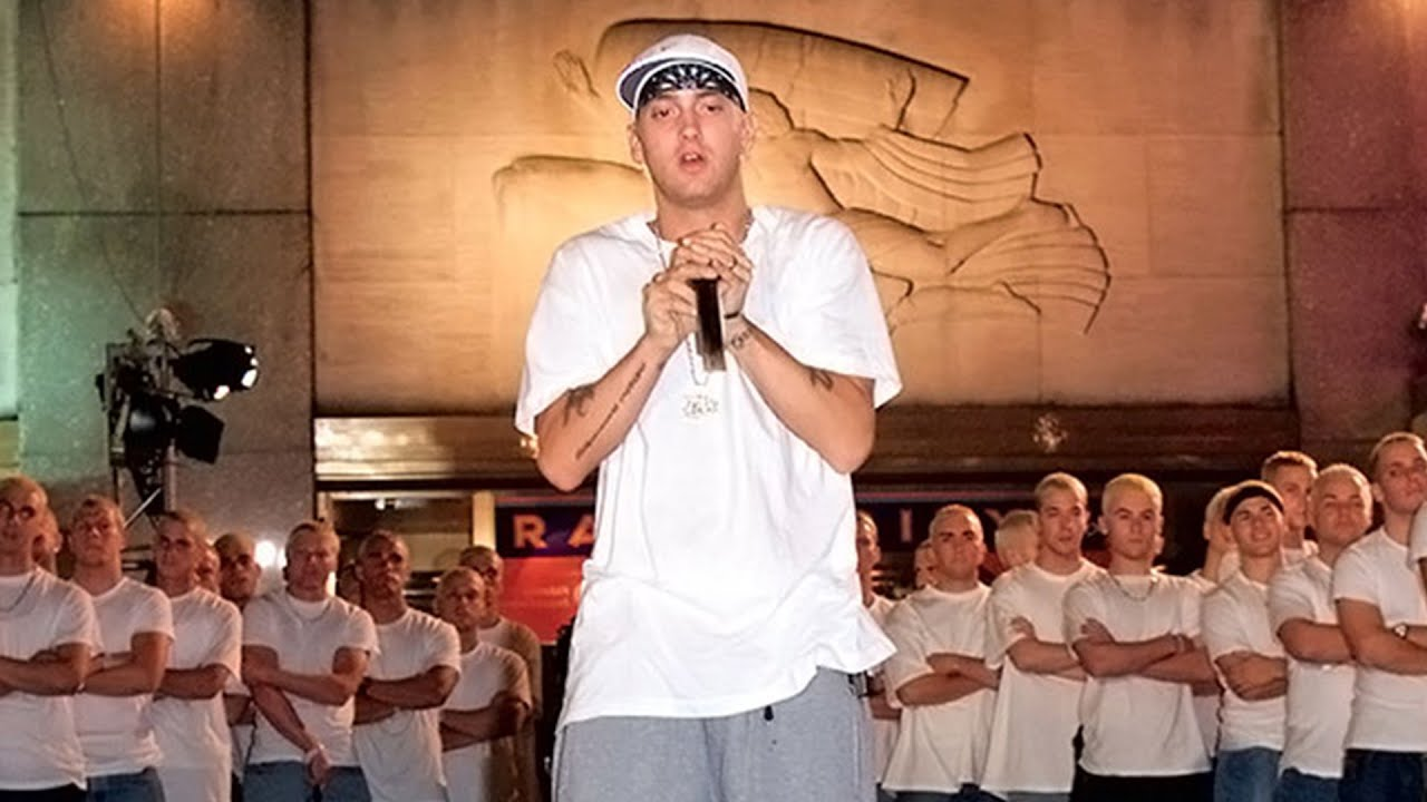 Young Eminem And His Lookalike Roughhousing Backstage At VMAs 2000