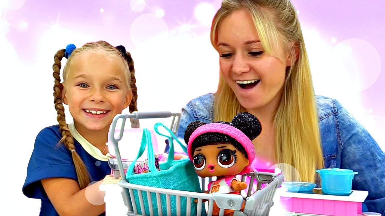 Кукла Лол идет в магазин Барби и готовит плей до пирог ...