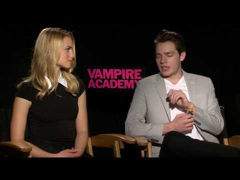 Interview with Lucy Fry, Dominic Sherwood and Sarah Hyland - Vampire Academy