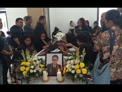 LAGU MAMA DINYANYIKAN DI SAMPING JENAZAH EDDY SILITONGA