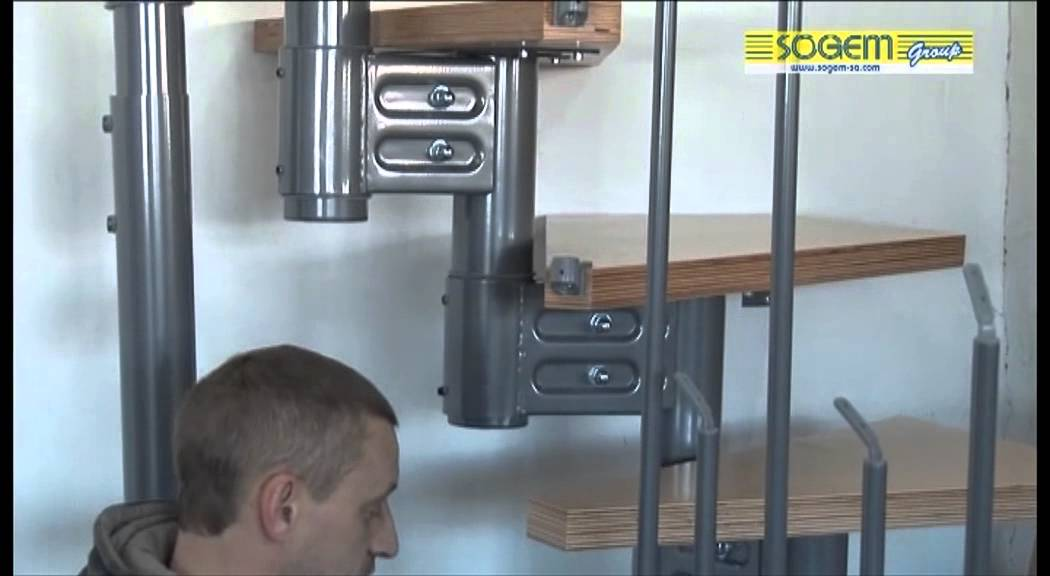 montage d 39 un escalier modulaire 1 4 tournant eureka sogem youtube. Black Bedroom Furniture Sets. Home Design Ideas