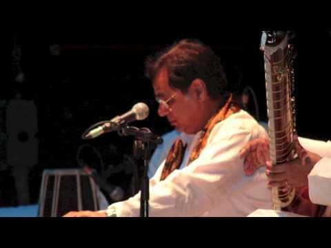 Jagjit Singh Live - Aadmi Aadmi Ko Kya Dega - Live in Birmingham