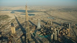 The Tallest Building In The World / Burj Khalifa / Dubai