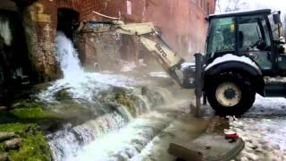 Как на самом деле спускали бассейн на Парамоновских складах