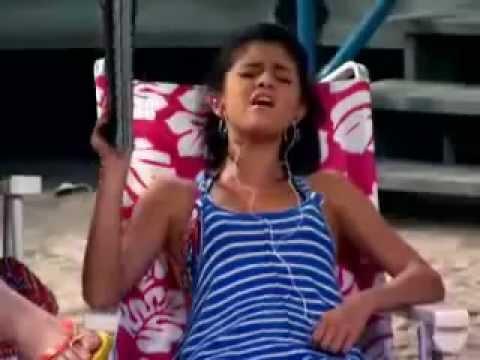 Alex Russo Singing :)