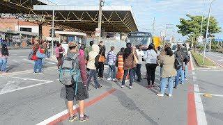 Passageiros protestam contra a greve de ônibus em Sorocaba