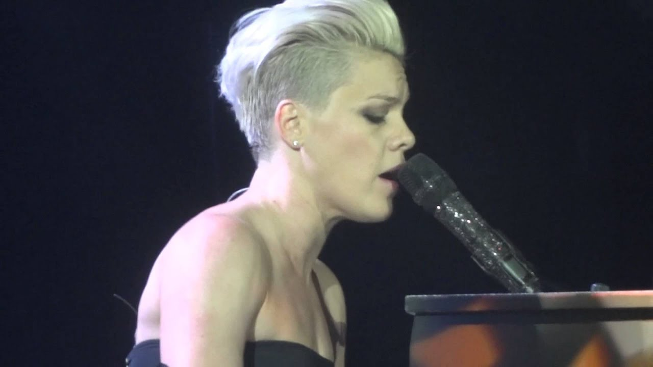 Download P!NK - THE GREAT ESCAPE- THE TRUTH ABOUT LOVE TOUR - MUNICH GERMANY - MAY 19
