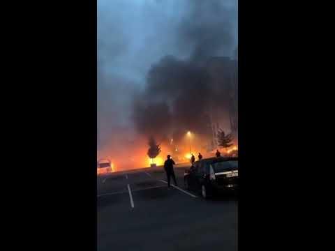 Bilbränder i Göteborg 2018-08-13, filmat av Zagros Hama (M)