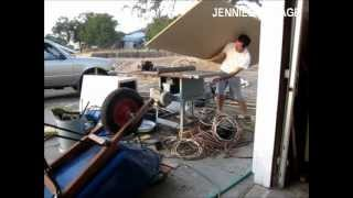 How To Cut A Sheet Of Plywood With A Tablesaw & Wheelbarrow !!